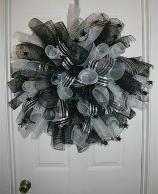 Spider Deco Mesh wreath Great for your door from www.WreathIdeaGallery.com